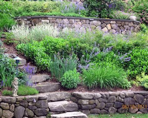 traditional residential steep slope landscaping design