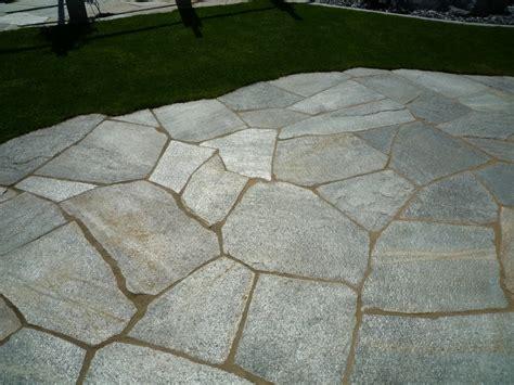 garten bodenplatten bodenplatten luserna in bahnen und als mosaik f 252 r ihren garten