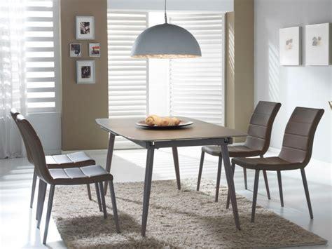 table en verre design pour  espace de vie chic  moderne