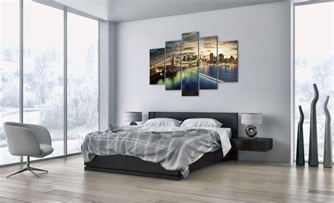 quadri sopra il letto gli schemi per appendere i quadri sulle pareti