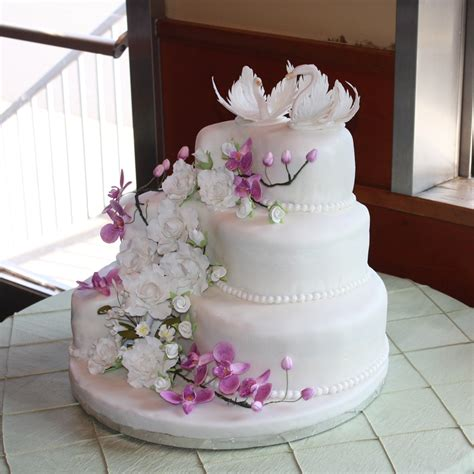 Wedding Cake Gum by Wedding Cake With Gumpaste Flowers And Swans Cakecentral