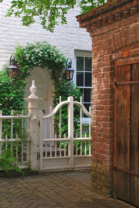 Front Door Fence 1000 Ideas About Door Arbor On Arbors Arbor Ideas And Picket Fence Gate