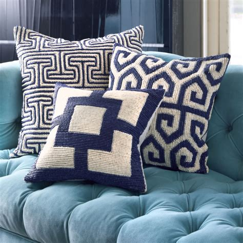 Sofa Throw Pillow Ideas Cheap Pillows 3 Ways To Mix And Match Tthrow Pillows For Bedroom Awesome