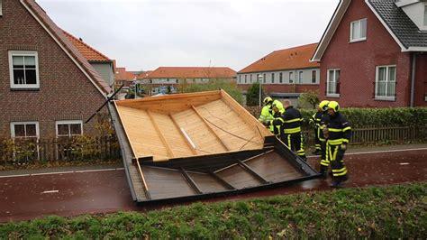 dak voor schuur dak waait van schuur in ypenburg