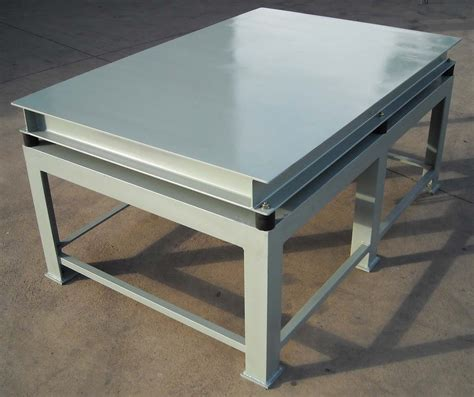 vibrating table for manufacturing cast concrete pavers