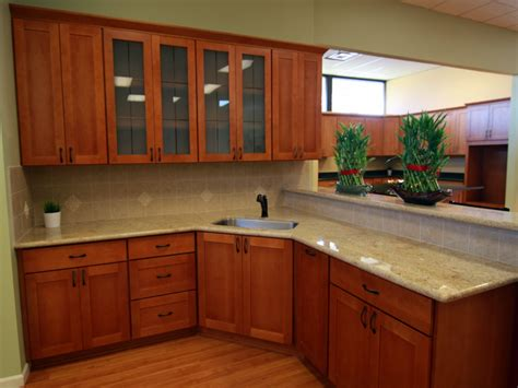 cherry mahogany kitchen cabinets mahogany kitchen natural cherry shaker cabinets with