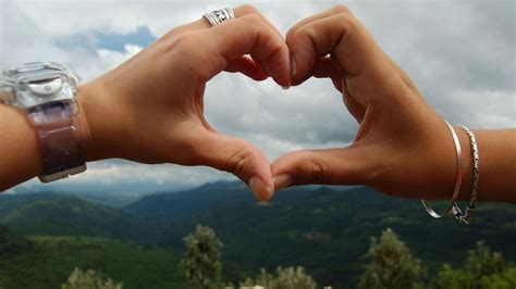sweet love heart couple kiss full hd wallpaper
