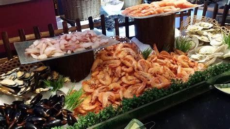 furama hotel new year buffet airfryer pork