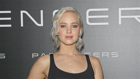 Jennifer Lawrence Caught Braless Flashes Nipple Poke Jennifer Lawrence Goes Braless At Cinemacon And Gets