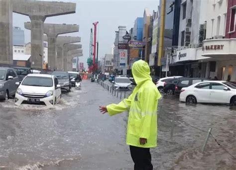 banjir jakarta hari   jadi alarm bagi pemprov dki