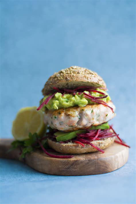 come cucinare il salmone in padella burger di salmone in padella veloci e buonissimi noodloves
