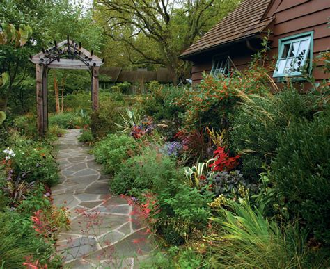 design an engaging entryway gardening