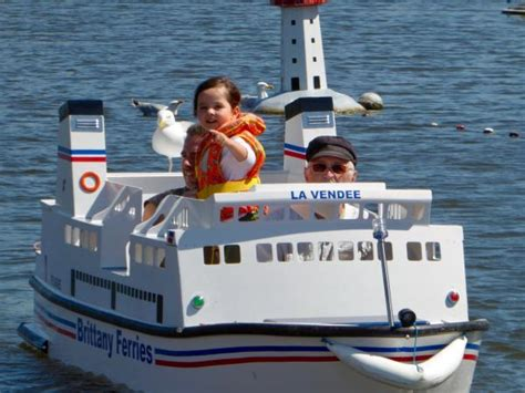 electric boat holidays licence free electric boat trip leisure activity in