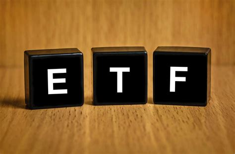 investing made simple index fund investing and etf investing explained in 100 pages or less books the 7 best etfs for retirement investors