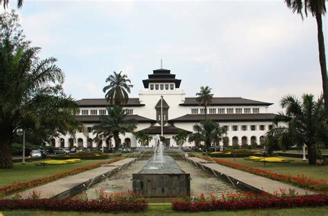 tempat wisata populer di bandung yang wajib dikunjungi saat libur