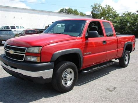 buy used 2006 chevy silverado 2500hd extended cab 4x4 manual 5 spd only 30 000 miles in