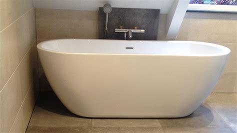 badkamer tegelwerk tegelwerk in badkamer met vrijstaand bad in emst