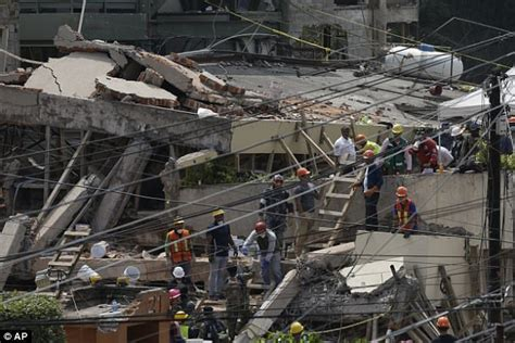 earthquake bali november 2017 bali tsunami warning as 5 7 magnitude earthquake strikes