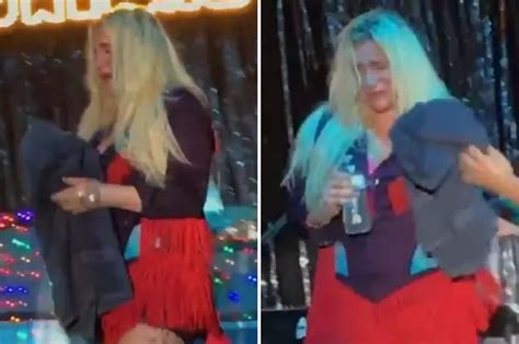Mouret Finally Gives Us More by Kesha Onstage After Finally Being Able To