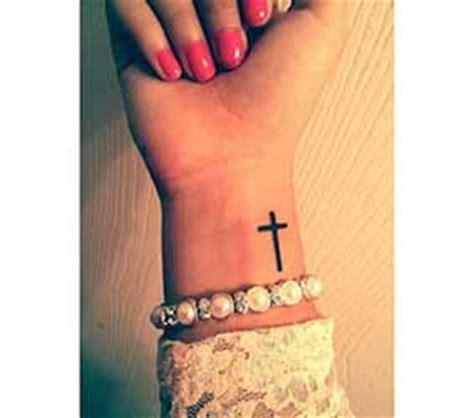 tatouage poignet homme 1001 tatouage homme fr