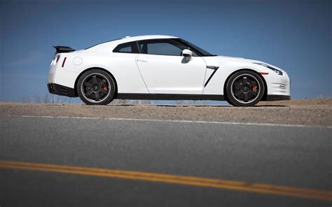 2013 nissan gtr black edition 2013 nissan gt r black edition side photo 12