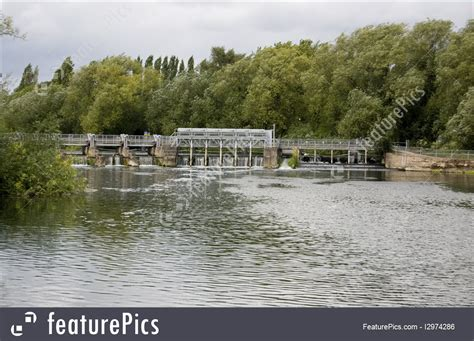 thames lock and weir at reading europe caversham weir berkshire stock photo i2974286