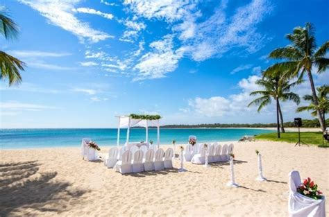 Intercontinental Fiji Resort, Fiji Weddings // Fiji