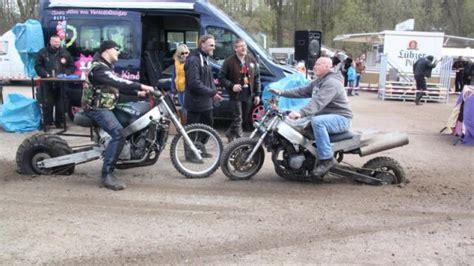 Motorrad Flammen Aus Dem Auspuff by Pokale Beim Biker Teffen Verteilt Hei 223 Er Feuerstuhl Wirft