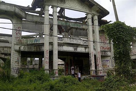rumah hantu di indonesia rumah hantu darmo paling seram terkenal di surabaya