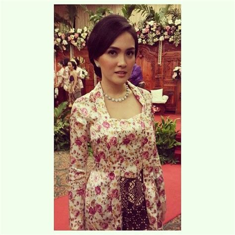 Kebaya Panjang Pl 01 17 best images about kebaya kutu baru indonesia on flower skirt kebaya and skirts