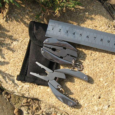 Tang 8 Multifungsi Senter Pisau Obeng Gergaji Pembuka Botol Kaleng tang multifungsi edc stainless steel silver jakartanotebook