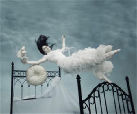 cadere dal letto notti a caduta libera