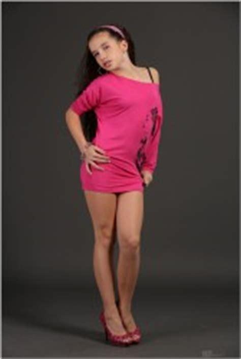 mariyam tmtv teenmodeling tv tmtv sarah hot pink mini