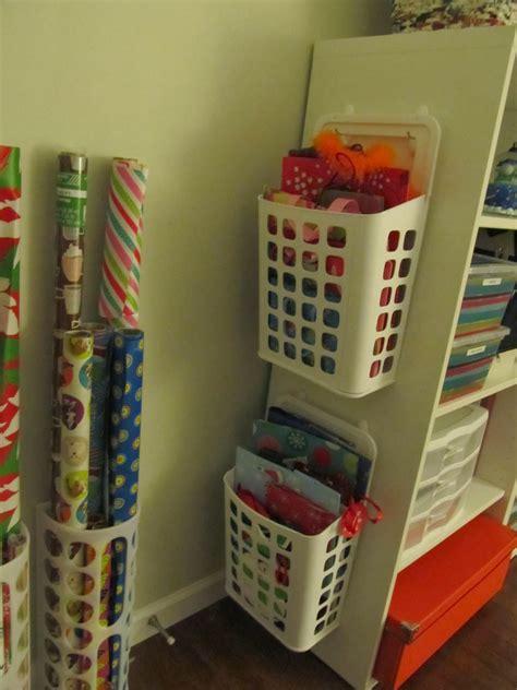 Geschenkpapier Aufbewahrung Ikea by 60 Pounds Of Pancakes Organizing Gift Wrap