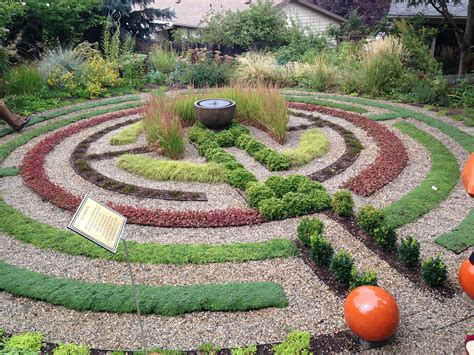 Make Your Own Labyrinth Using Pea Gravel And Succulents Visually Fun And Kids Love Them Garden Labyrinth Templates