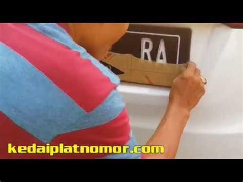 Plat Nomor Acrylic Bandung cara memasang cover play plat nomor mobil acrylic