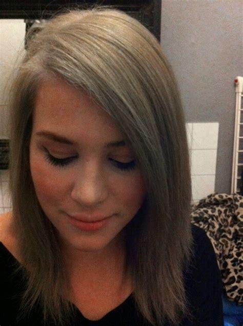 blond gestraehnte haare