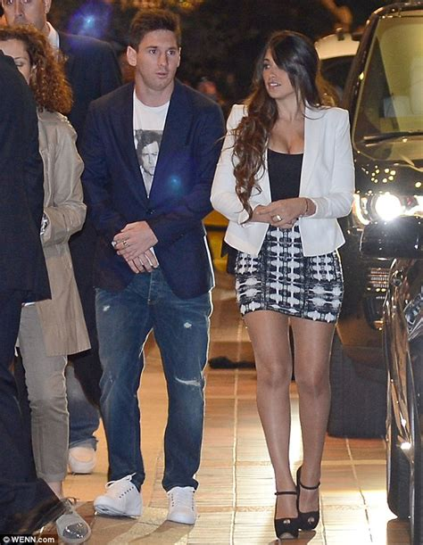 Meysi Top By Fashion lionel messi leads barcelona title dinner with wags