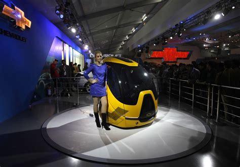 new car delhi global car makers roll out new cars at delhi auto expo