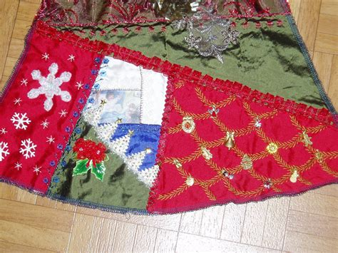 ecu christmas skirt anlabyhouse maire s and jacque s tree skirt wedges finished