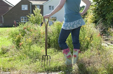 Calories Burned While Gardening by Forget The Gym And Go Gardening Daily Chore Can Burn Off