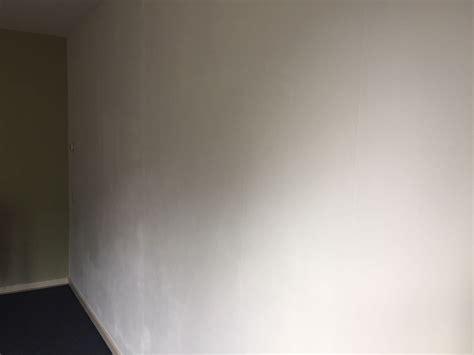 Muur Voorstrijken Voor Behang by Muur Schilderen Vlekkerig Voorstrijk Nodig Wonen