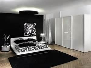 How To Design A Black And White Bedroom Design De Dormitor Negru Cu Alb Si Sifonier Mare Din Lemn