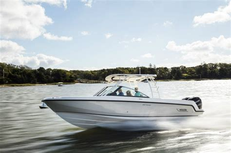 boston whaler 270 vantage boat test 2017 boston whaler 270 vantage buyers guide us boat test