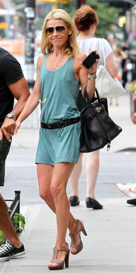 bra less kelly ripa takes to the red carpet ny daily news the 25 best ideas about braless in public on pinterest