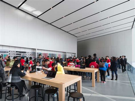 store layout features amazing new apple store features free floating second