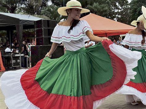 hombres ropa tipica de ecuador la vestimenta de la mujer montuvia reflejaba alegr 237 a el