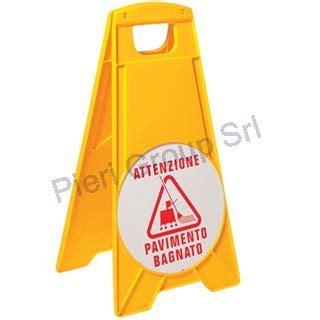 segnale pavimento bagnato segnale attenzione pavimento bagnato articoli monouso e