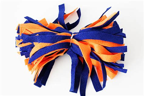 How To Make Cheerleading Pom Poms With Crepe Paper - diy day team color pom poms 183 kix cereal