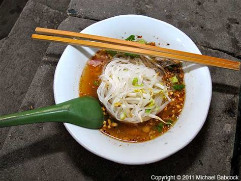 noodle boat boat noodles at damnoen saduak market 171 thai food and